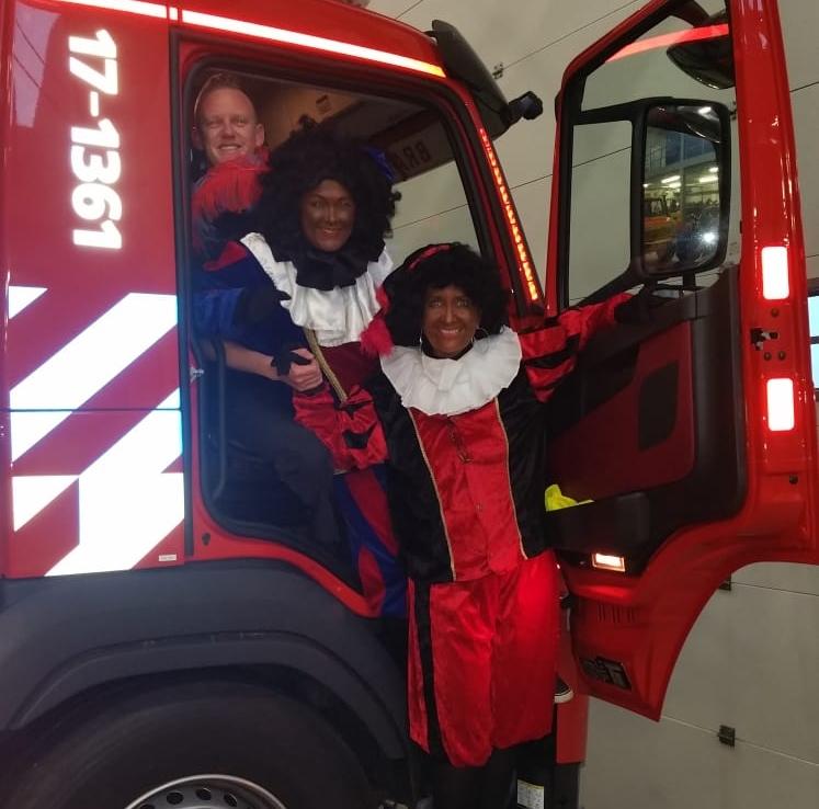 Pietenspektakel bij de brandweer